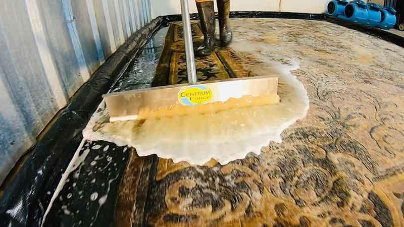 قالیشویی در جماران